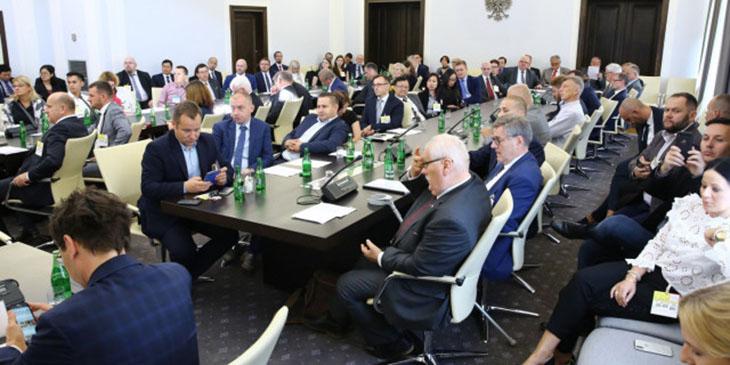 Polska – Wietnam: dwie bramy